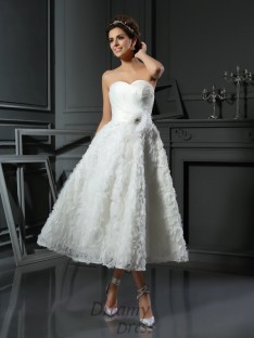 A-Line/Princess Sweetheart Satin Tea-Length Wedding Dress