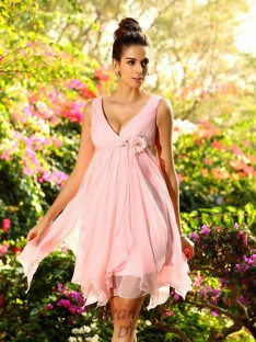 A-Line/Princess V-neck Chiffon Knee-Length Bridesmaid Dress