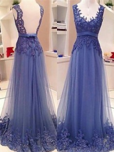 A-Line/Princess V-neck Tulle Floor-Length Dress