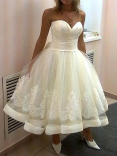 Ball Gown Sweetheart Tulle Sleeveless Tea-Length Wedding Dress