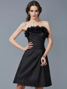 Sheath/Column Strapless Hand-Made Flower Taffeta Knee-Length Dress